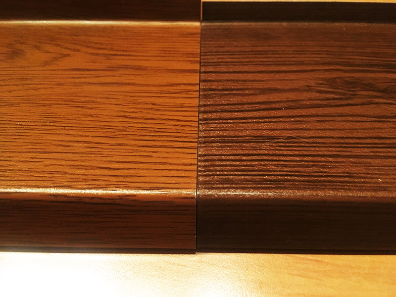 Kontrast zlatého dubu a ořechu (tmavého dubu)